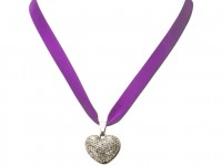 Vorschau: Satin Halskette mit Strassherzerl lila