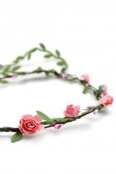 Haarkranz mit zarten rosa Blüten