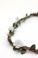 Vorschau: filigranes Haarband mit kleinen weißen Blüten