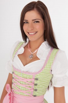 3-piece quirky dirndl with green gingham pattern