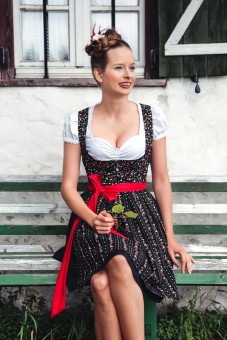 Dirndl Evelyn, Black