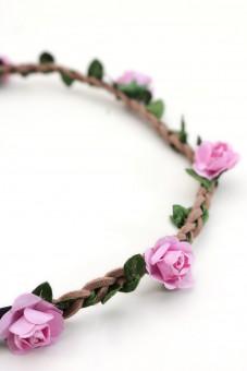filigranes Haarband mit kleinen rosa Blüten