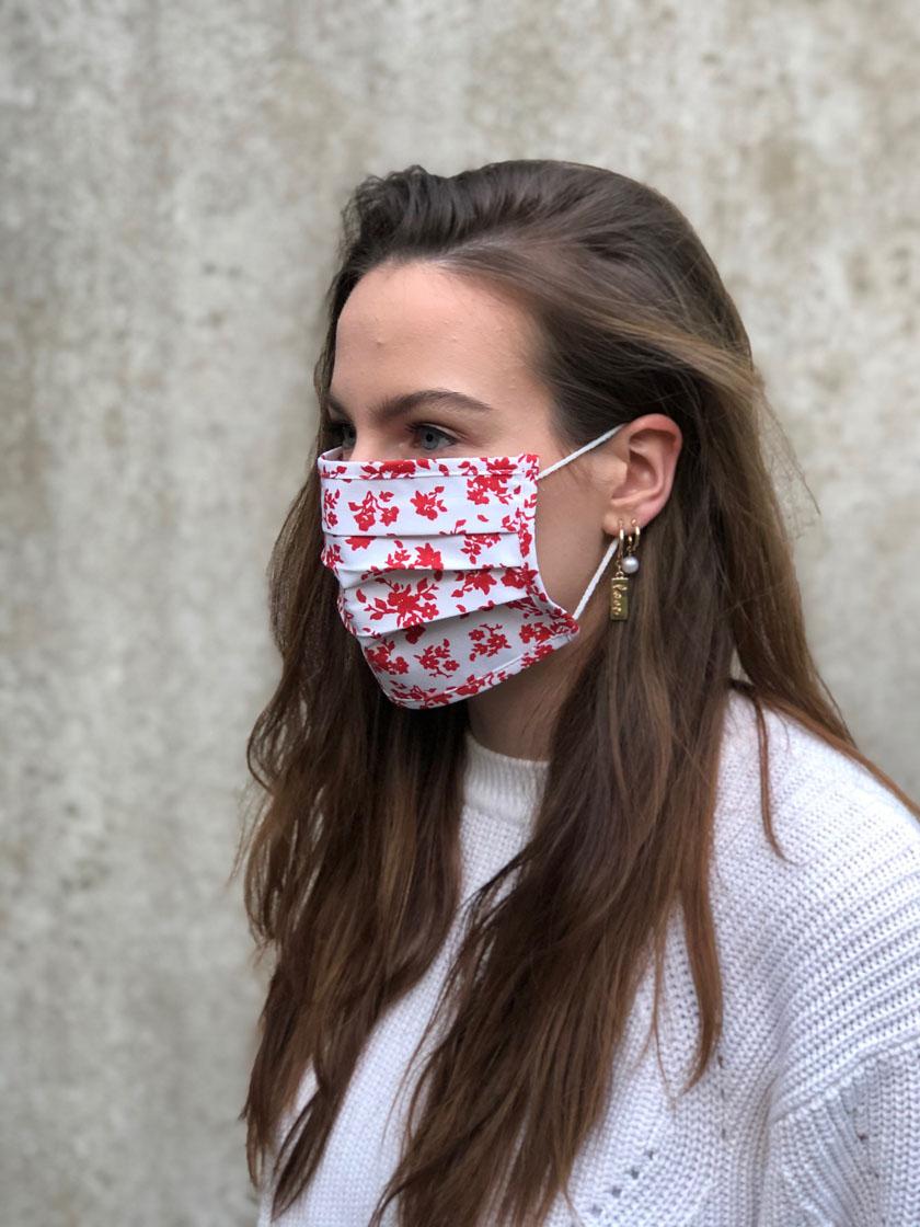 Weisse Mund-Nasen-Maske mit Blüten