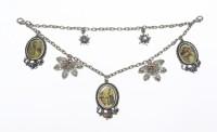Amulett Charivari Lang mit Blüten