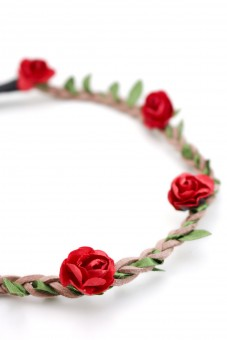 filigranes Haarband mit kleinen roten Blüten